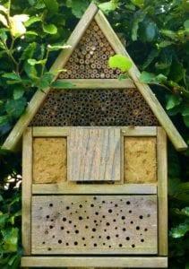 diervriendelijke tuin insectenhotel