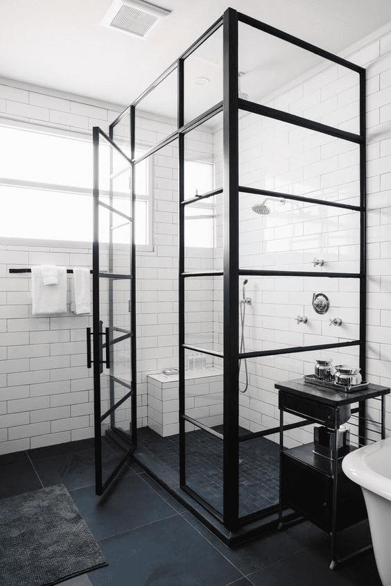 Een industriële look in je badkamer met stalen douchedeuren ...