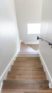 houten vaste trap naar zolder