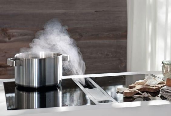 Keukentrends afzuiging tussen kookplaten