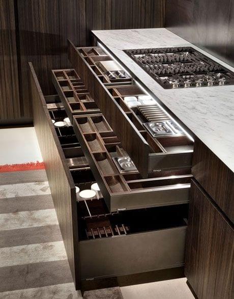 Keukentrends brede keukenlades met opbergruimte