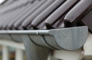 Dakgoot aan dakbedekking