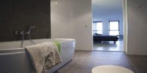 Badkamer, Badkamertegels, Keramische tegels