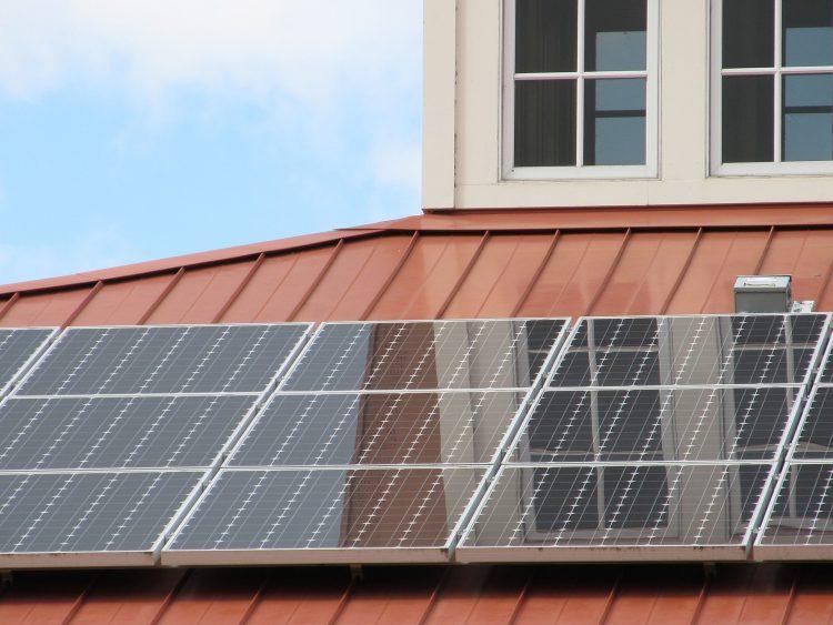 Onderhoud zonnepanelen schuin dak