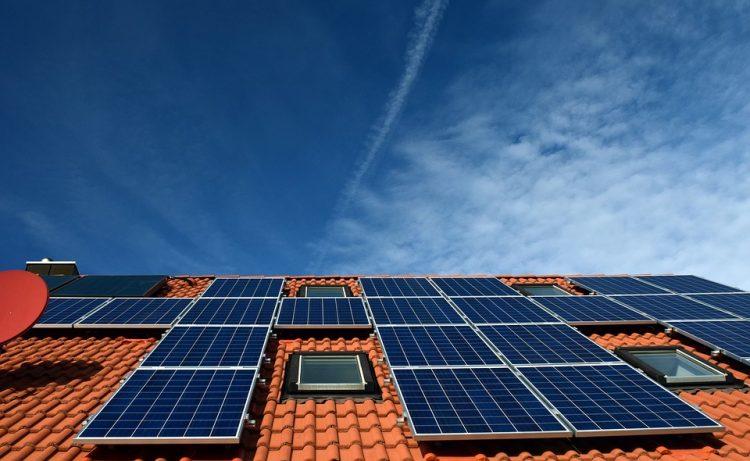 Omvormer zonnepanelen schuin dak