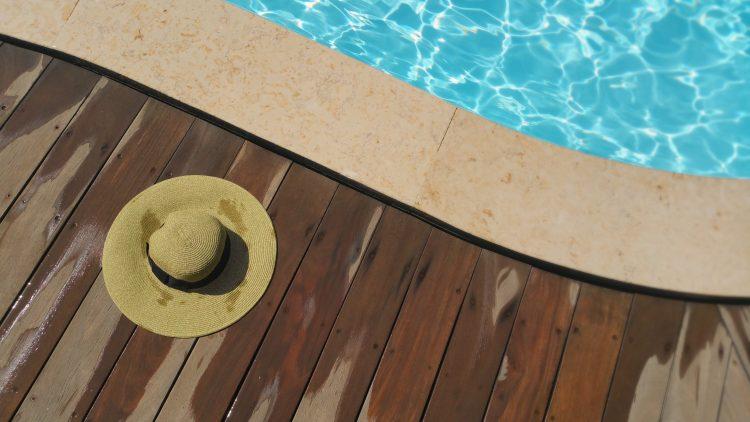 Zwembad onderhoud hout