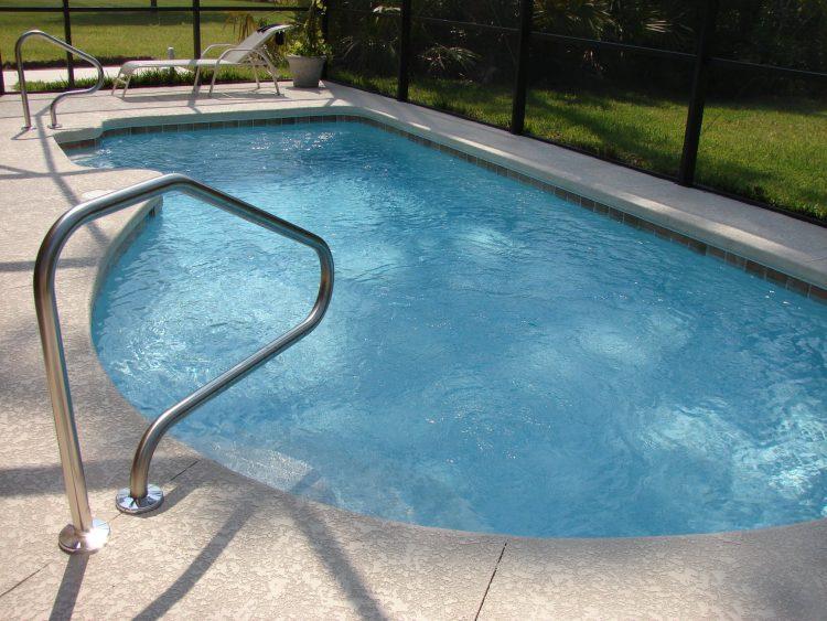 Zwembad bouwen buiten